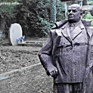 Слънчеви лъчи огряха гробът на генерал Винаров +ВИДЕО