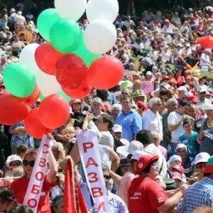 Десетки хиляди се стичат към Бузлуджа за традиционния събор на левицата