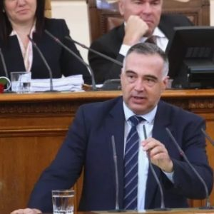Антон Кутев: Искам да живея в държава, която знае в каква посока се развива