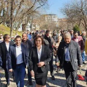 Корнелия Нинова от Пловдив: Нека вдигнем глава и заедно да бъдем горд и свободен народ
