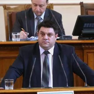 Атанас Зафиров: Цялата власт е изтъкана от зависимости- разкриват се всеки ден