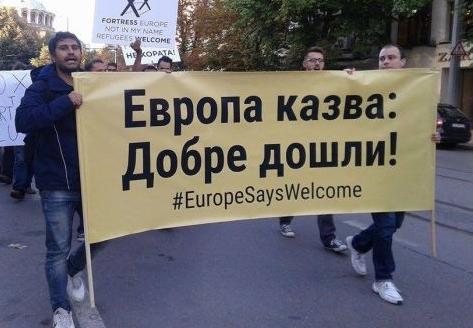 Мигранти към продавач в магазин у София- Сменяй ръкавиците, пипал си свинско!