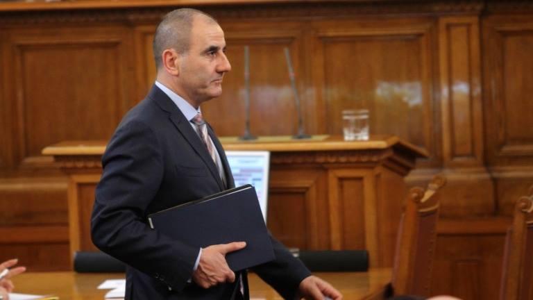 Властта предлага глоба и затвор за обидни политически коментари