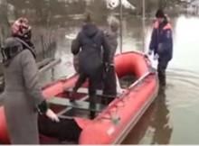 Су-34 взривяват огромни ледени късове, за да предотвратят наводнение (видео)