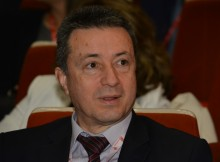 Янаки Стоилов попиля референдума на Слави: Защо не включите и балерините в процеса?