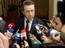 """""""В последните месеци подкрепата за БСП се увеличава. Важно е тази тенденция да се запази. От развръзката на Конгреса ни се очаква БСП да получи силен тласък и в следващите месеци да покаже, че е партията, която може да съсредоточи очакванията на хората в България за достоен живот"""". Това заяви зам.-председателят на БСП Янаки Стоилов в предаването """"Още от деня"""" по БНТ. Според него ролята на големите партии е да излъчват държавници. """"Те трябва да могат да отстояват националните интереси и да призоват всички институции да оползотворяват националните и европейски ресурси, за да може резултатите от това да бъдат в подкрепа на обществото"""", подчерта Стоилов. Той каза също, че предстоящият Конгрес на левицата ще бъде най-прозрачният – от отпечатването на бюлетините, до гласуването и отчитането на изборните резултати. Михаил Миков предприе редица действия, които бяха необходими за развитието на курса на партията На въпрос каква оценка дава на председателя на БСП Михаил Миков, Янаки Стоилов каза, че ще даде оценка, гледайки отстрани. """"За около 2 години, Миков предприе редица действия, които бяха необходими за развитието на курса на партията – с преориентация към прогресивното облагане, с проблемите за демографската криза, с категоричната реакция срещу проблемите в здравеопазването"""", обясни зам.-председателят на БСП. По думите му в областта на организационната дейност, в левицата сега много по-ясно се вижда какво представляват структурите на партията. """"Сега в БСП са направени най-големите персонални промени от 1990 г. насам. Факт е, че около 50% от ръководителите на общинските организации са нови и това е част от обновяването в партията. Промени настъпиха и в ръководството на БСП"""", обясни той. Стоилов допълни, че някои, включително и от БСП, твърде много са свикнали да участват в схеми и сделки. """"Аз обаче, винаги съм отстоявал позицията – идеите, политиката и конкретните ангажименти да бъдат на преден план"""", заяви зам.-председателят на социалистите. Левият курс, лявата политиче"""