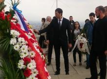 Почетният консул на Молдова в Пловдив г-н Веселин Чипев с венец за 9 май на паметника Альоша
