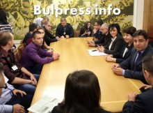 Нинова към студенти: Ще се борим да имате шанс за образование, работа и създаване на семейства тук, в България