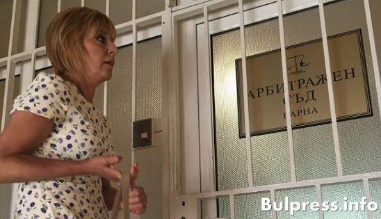 Мая Манолова посети внезапно арбитражен съд във Варна