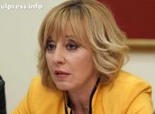 Мая Манолова със заплахи от монополисти