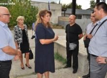 Натискат ни за нови бежански лагери, алармира Илияна Йотова