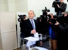 """""""Комерсант"""": Радев е триумф на консерватизма, към който призовава Путин"""