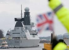 """The Herald: Върнали са на буксир британски разрушител, проследявал """"Адмирал Кузнецов"""" в Атлантика"""