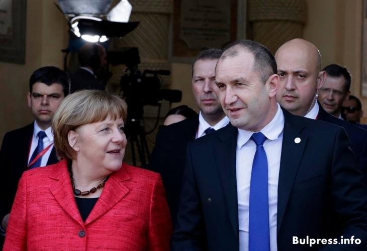 Ексклузивно! Какво си казаха Румен Радев и Меркел в Малта (ВИДЕО)