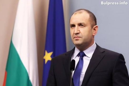 Румен Радев започва консултации с парламентарните партии. След тях връчва мандата