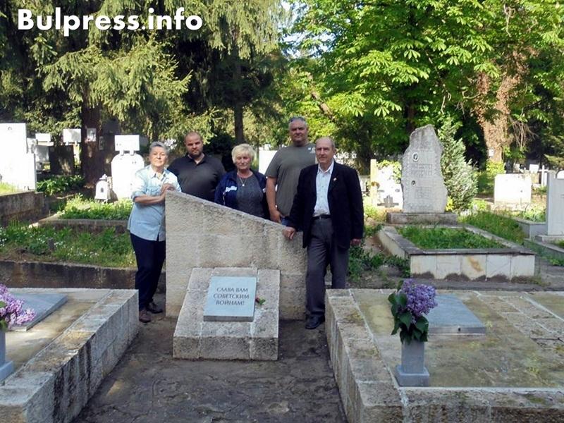 В Плевен почистиха паметника на четиримата руски летци Стефан пройнов