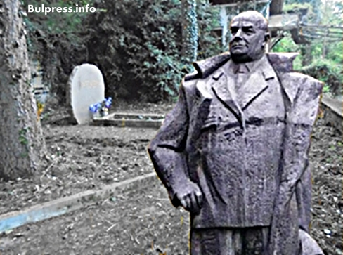Слънчеви лъчи огряха гробът на генерал Винаров +ВИДЕО Стефан Пройнов