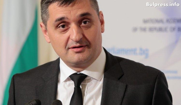 """Кирил Добрев: Защо Борисов мълча 11 месеца за злоупотребите в агенция """"Пътища"""" и никой не носи политическа отговорност?"""