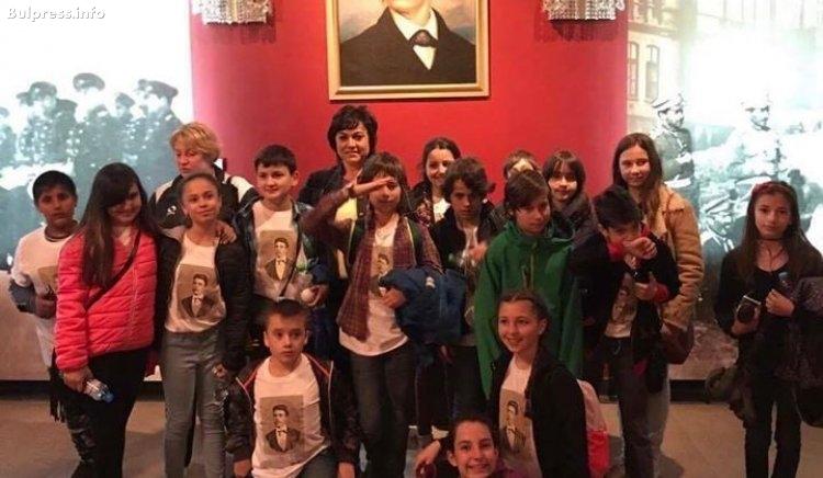 """Корнелия Нинова се срещна с над 600 деца от клубове """"Млади възрожденци"""""""