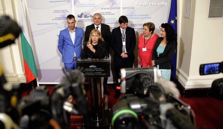 Елена Йончева: Днес е един позорен ден за българската демокрация