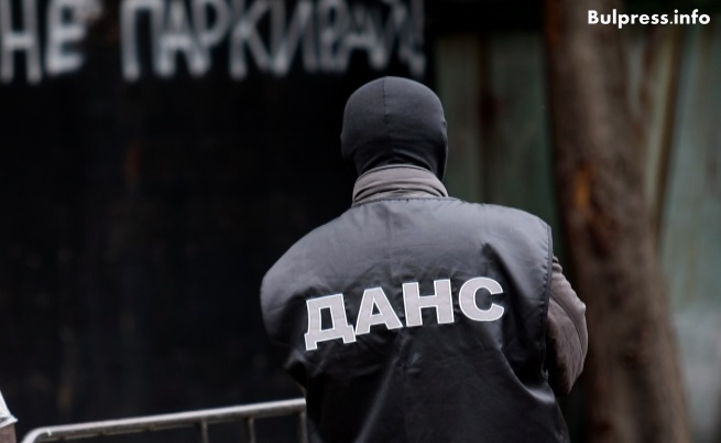 Арестуваха човек, заплашвал президента Радев и Корнелия Нинова
