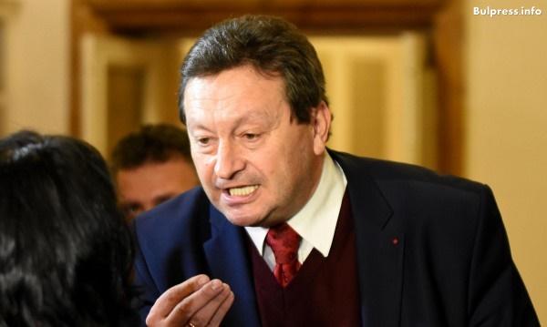 """Таско Ерменков: Министър Петкова изгоря, за да """"свети"""" Бойко Борисов"""