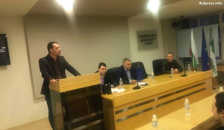 Петър Курумбашев и Иван Ченчев разговаряха с младите хора в Своге