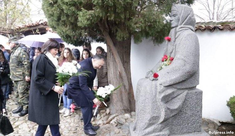 Корнелия Нинова:Българският народ никога няма да те забрави, Апостоле