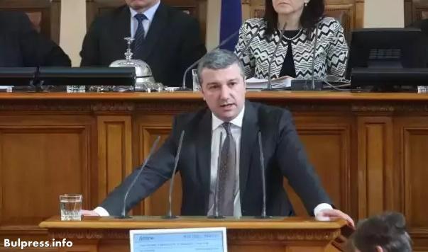 Драгомир Стойнев: Призоваваме премиера да дойде в парламента и да отговори на важни въпроси