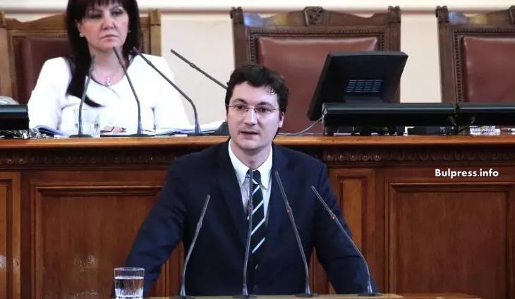 Крум Зарков: Сакскобургготски и Борисов продадоха ЧЕЗ