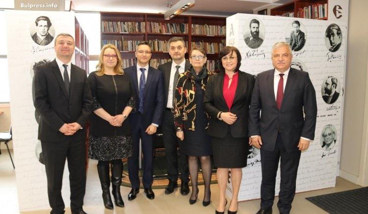 БСП дари книги на Българския културен център в Скопие