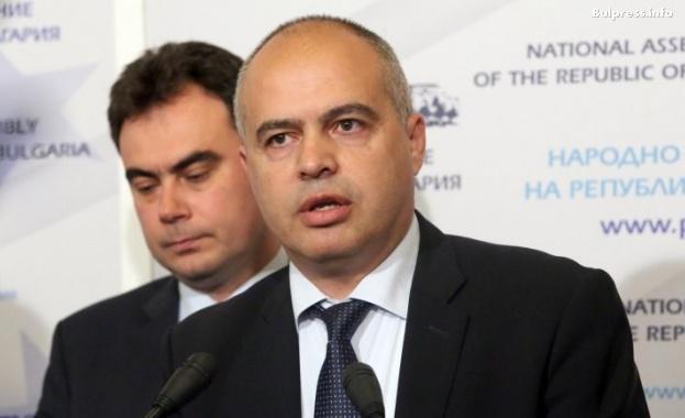 Георги Свиленски: Защо ни е премиер, който праща Върбакова от името на България в Чехия?