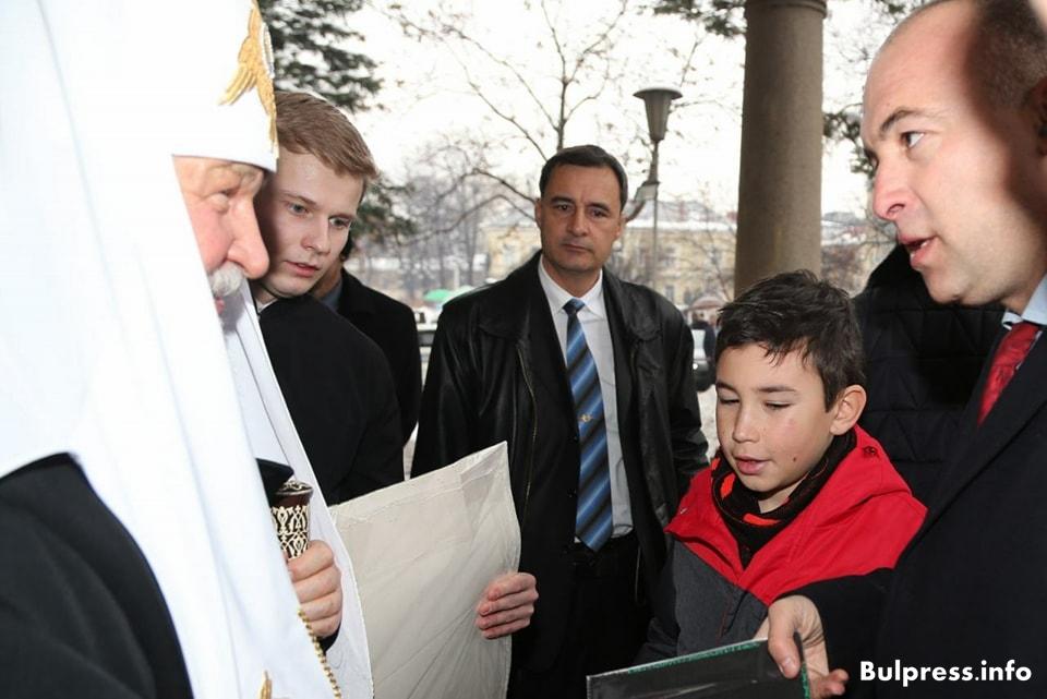 Патриарх Кирил получи мартеница за здраве +СНИМКИ!