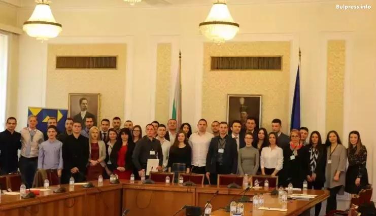 Завърши стажантската програма в парламента на младежите от БСП
