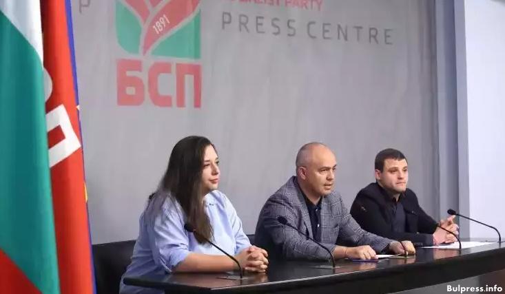 Георги Свиленски: Възмутително- млади хора бяха организирани да ръкопляскат на премиера, а не да покажат своите проблеми
