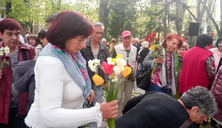 Социалисти и симпатизанти на БСП в Пловдив отбелязаха 11 април с митинг-поклонение