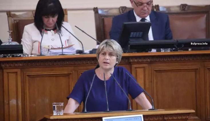 Лечева: Управляващите могат да изтрият срамното петно, което лепнаха на България с провалената Eвропейска младежка конференция