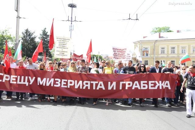 Нинова поведе първомайски марш срещу бедността
