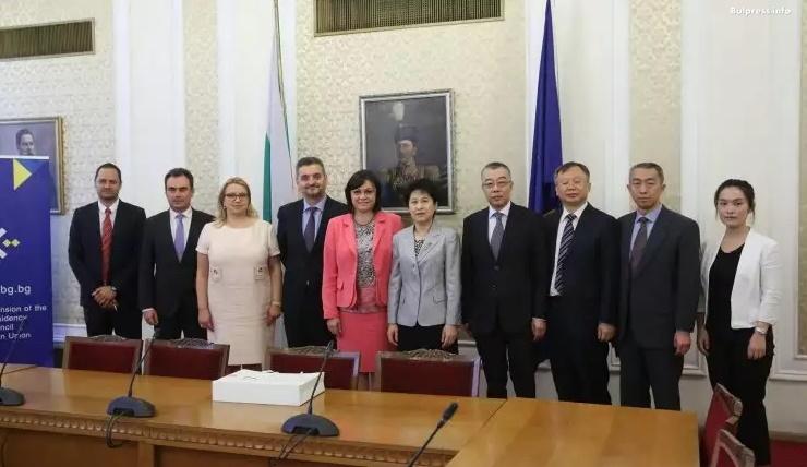 Корнелия Нинова: Важно е отношенията между България и Китай да се развиват в положителна посока