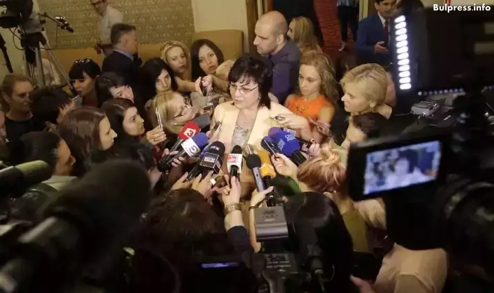 Корнелия Нинова: За мен отхвърленият закон е в сила. Всеки месец ще дарявам 600 лв. от заплатата си