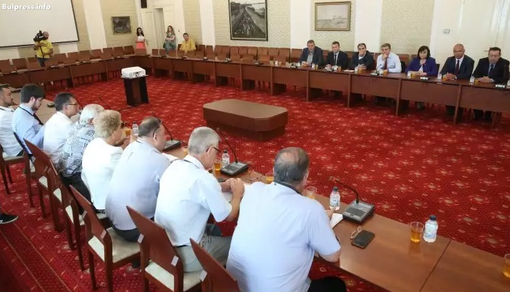 Корнелия Нинова: Заставаме зад исканията на транспортните фирми