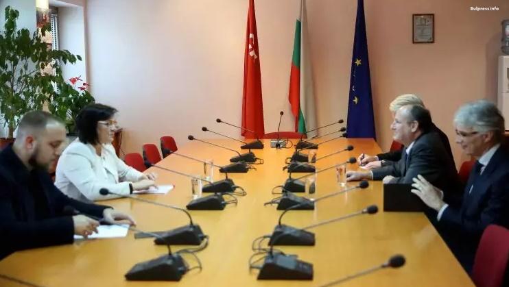 Корнелия Нинова се срещна с американския посланик Ерик Рубин