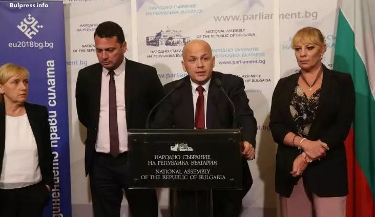 Александър Симов: Тежката медийна среда в България е пряко следствие от действията на управляващите и на водената от Борисов политика