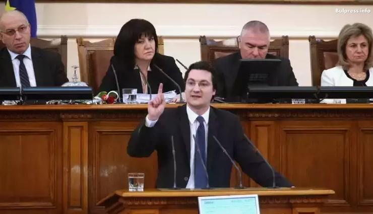 Крум Зарков: С вота на недоверие ние търсим отговорност от правителството