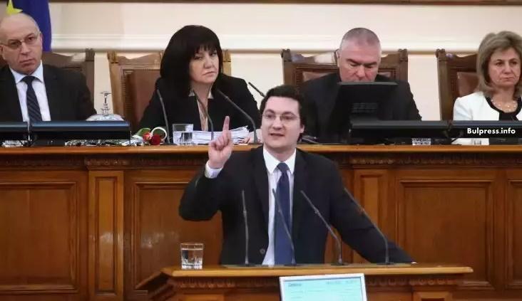 Крум Зарков: Това, че вотът на недоверие не мина, не означава, че е безсмислен