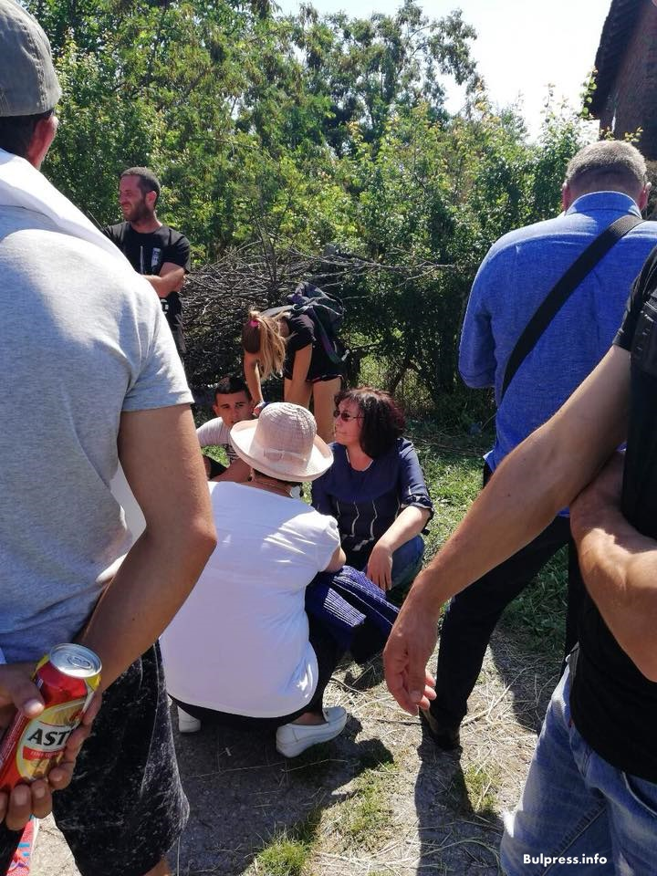 Корнелия Нинова в с. Шарково: Пускаме спешно жалба до Прокуратурата, с която искаме спиране на заповедта за избиване на животните