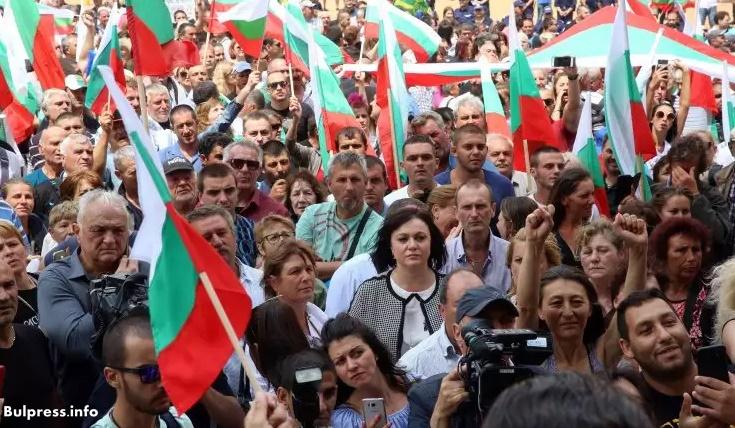 Корнелия Нинова: Министър Порожанов да подаде оставка! Досега действията на управляващите в Странджа са незаконни!