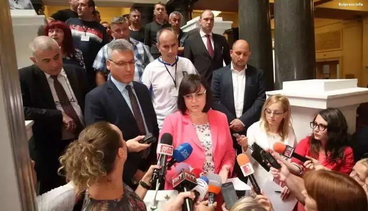 Корнелия Нинова: Ще решим проблема на съкратените миньори в Бобов дол