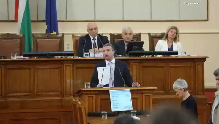 Драгомир Стойнев: Ако министър Радев не дойде в парламента, ще публикуваме стенограмите от председателския съвет
