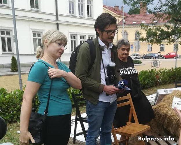 Немското национално радио за системата, която ни убива